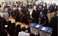 حضور پر شور مردم بروجرد در پای صندوق های رای/صفوف اخذ رای هر لحظه طولانی تر می شود