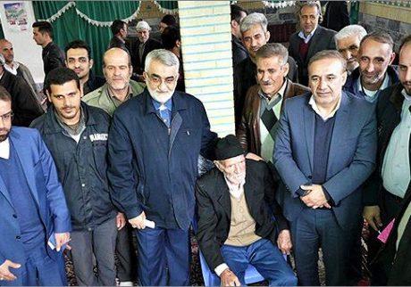 دیدار علاءالدین بروجردی با معتمدین و دهیاران روستاهای محور جاده آقایی بروجرد